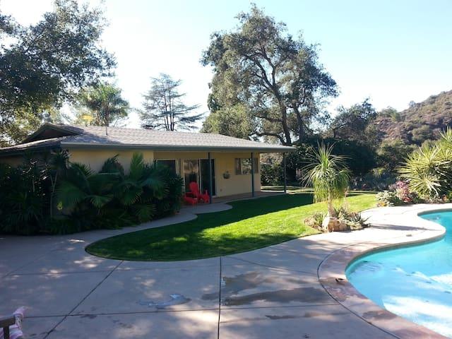 Large studio style pool house - Monrovia - House