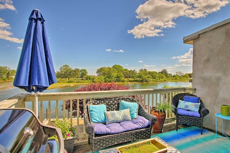Deluxe Waterford Home w/Outdoor Bar--Steps to Cove