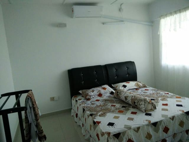 Homestay Fully Aircond 2 Storey Vacation House - Banting - Huis