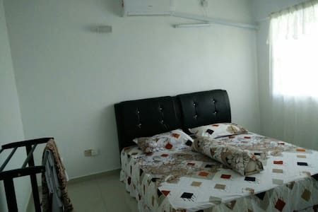Homestay Fully Aircond 2 storey House Vacation - Banting - House