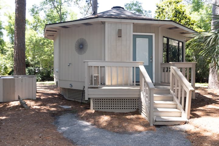 SEA PINES-Bike to Beach, Dog Friendly Cottage