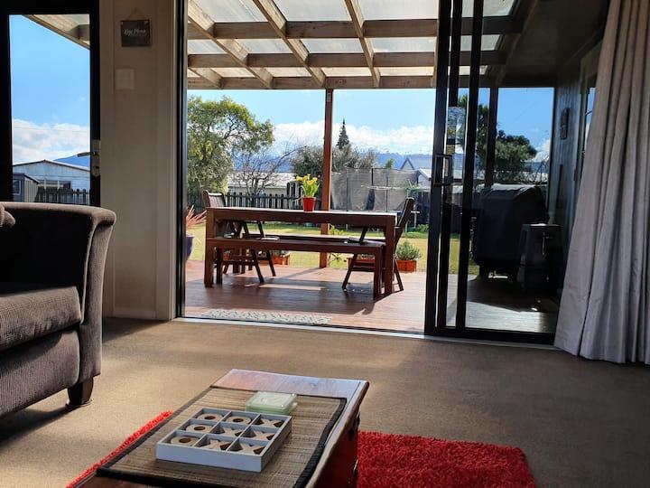 Laybak Retreat-The Kiwi Bach with Tramp & Bikes