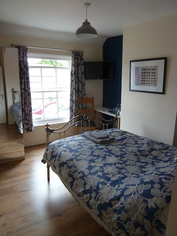 Private Ensuite Double Bedroom. Blue - Wantage