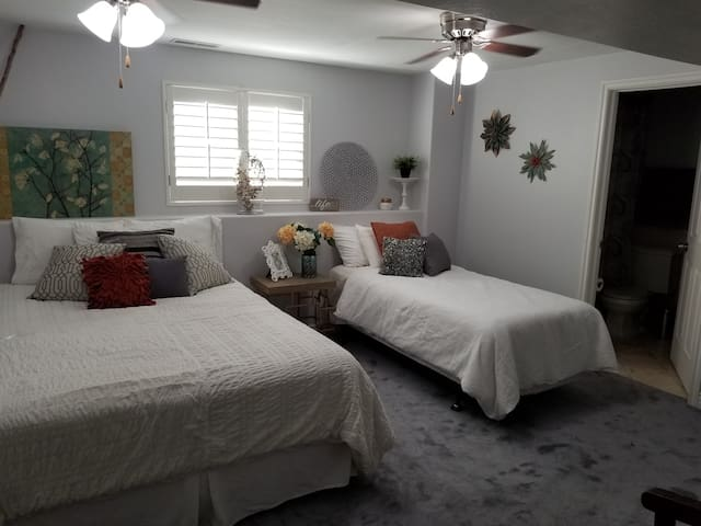 Room 1 sleeps 3 to 4 w/Private bathroom