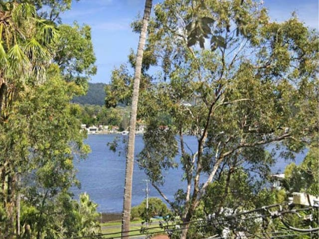 Peaceful tree paradise with waterview