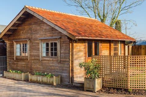 Kesätalo, jossa uima-allas, poreallas ja sauna