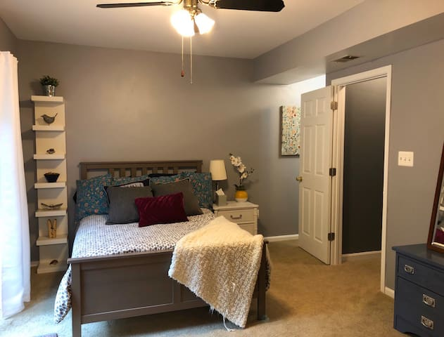 Private Room in Alexandria Townhouse-10 mi. to DC