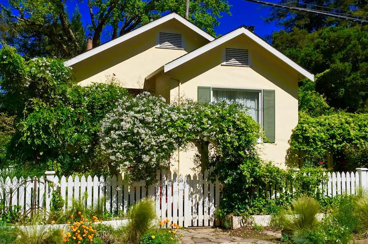 Deer Park,Cozy,Well Loved,Vintage Family Home!