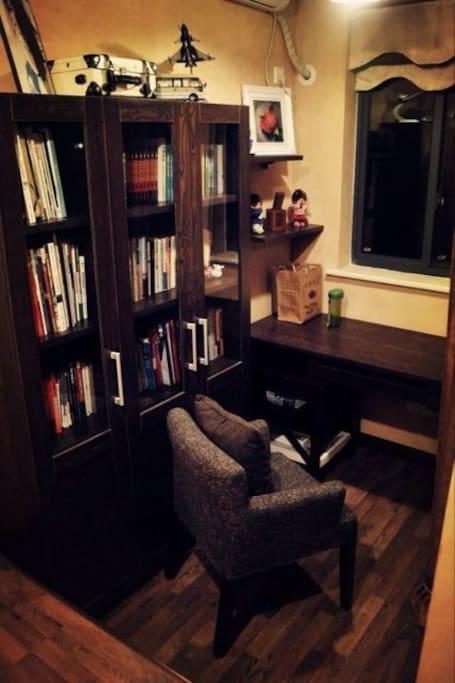 书房随时可使用,里面有一个独立榻榻米空间