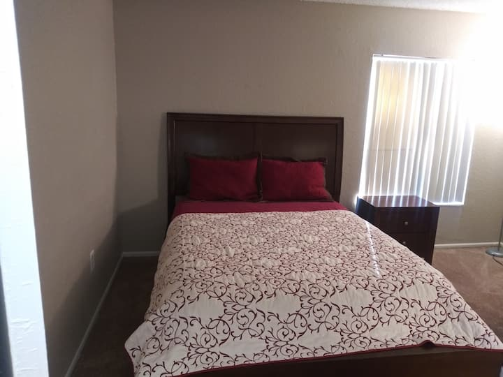Neat Comfy room with queen bed close
