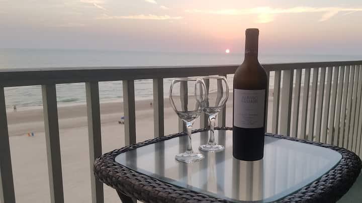 Luxurious Penthouse Oasis - Beachfront/Oceanfront