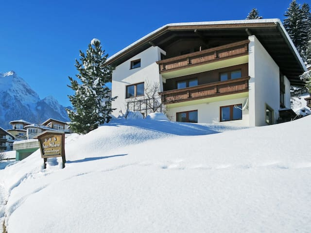 Holiday apartment in a peaceful setting and amazing mountain views, 200 meters from the center of Finkenberg