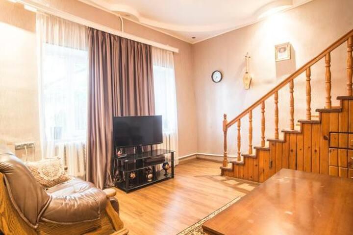 Zukas house - Triple room with private bathroom