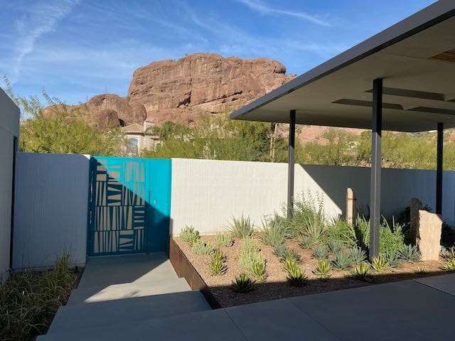 Camelback Mountain Modern Guest House