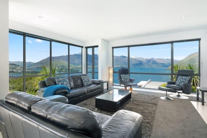 Ataahua - luxury home - spa pool with views