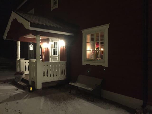 Rött timmerhus med vacker utsikt - Orsa - Haus
