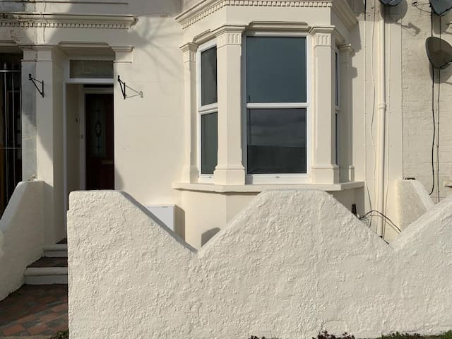 Large flat near high street and sea front