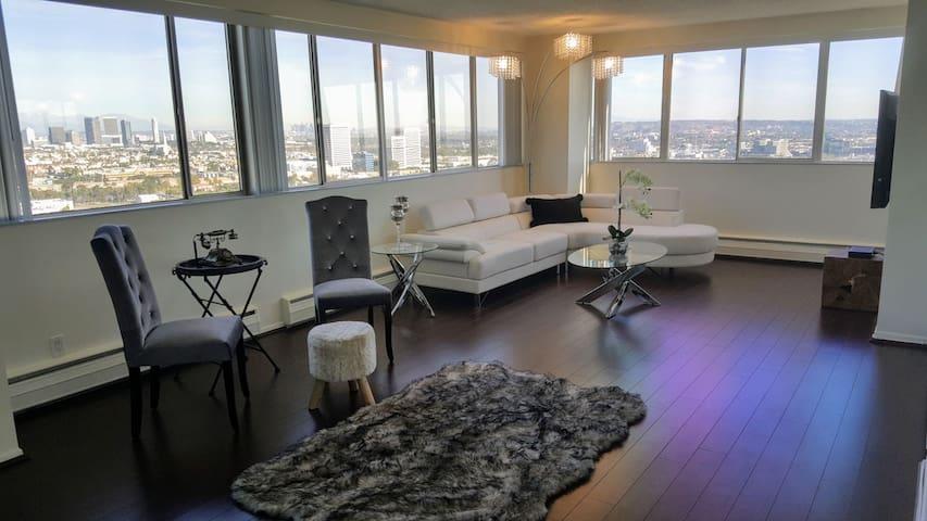 Designer Penthouse, Gorgeous View 1300 sqft, W. LA
