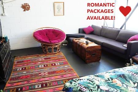 ★ Romantic Loft Escape with Open Air Cinema ★ - Abbotsford - Loft