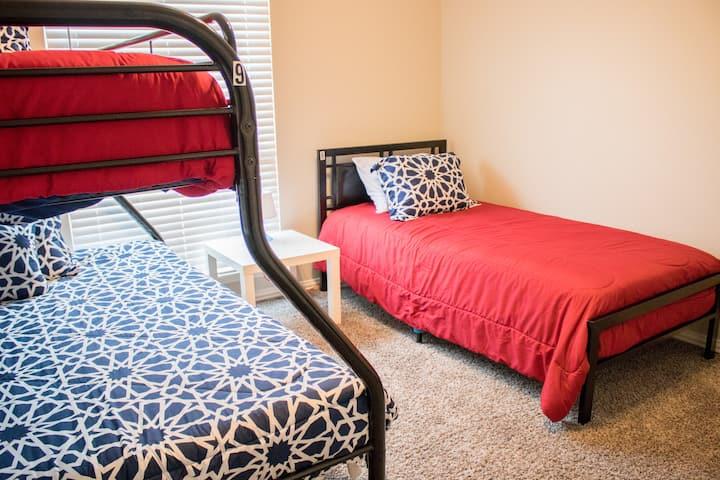 Hostel near Love Field-CoEd Rm 2 Bottom Bunk Bed#8