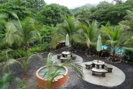 Cozy oasis, all amenities, 10 min beach & downtown - El Coco
