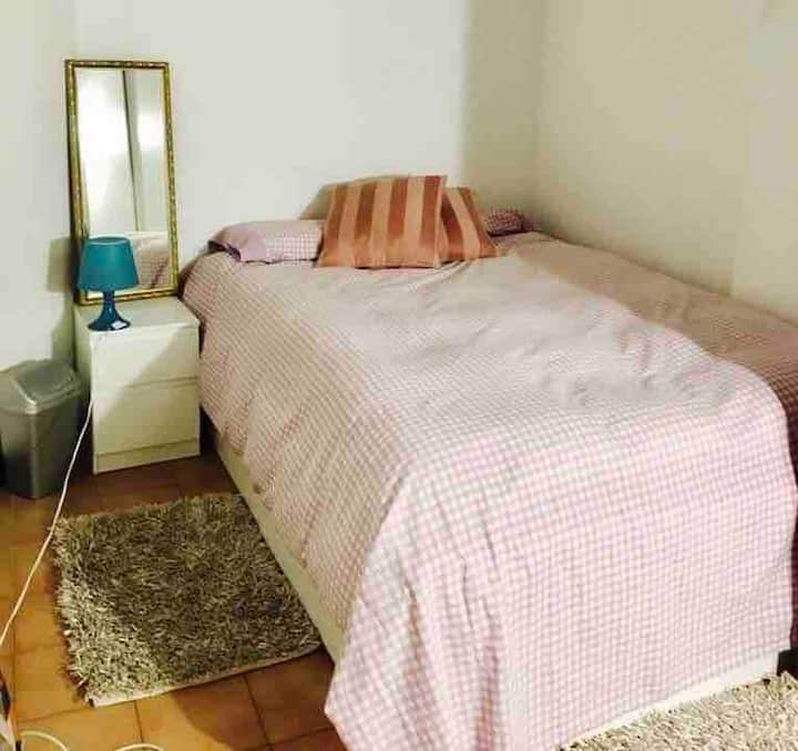 Single/ Room, Barcelona Excellent  old location