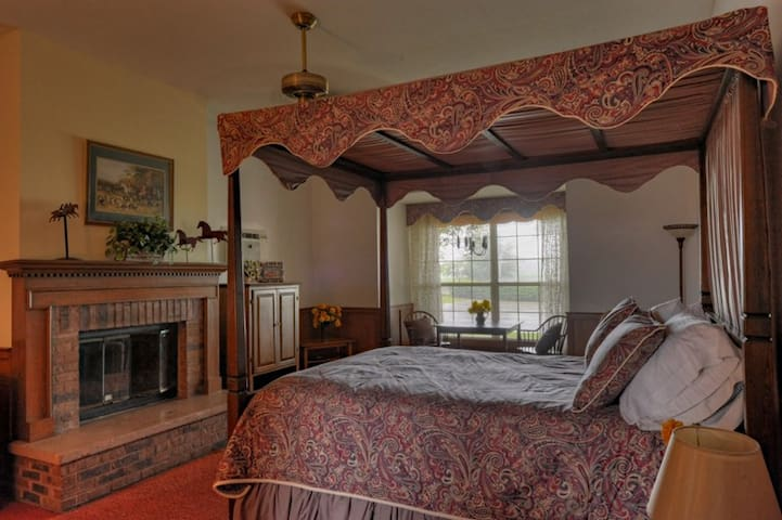 Country Chalet Inn - Ocala - Bed & Breakfast