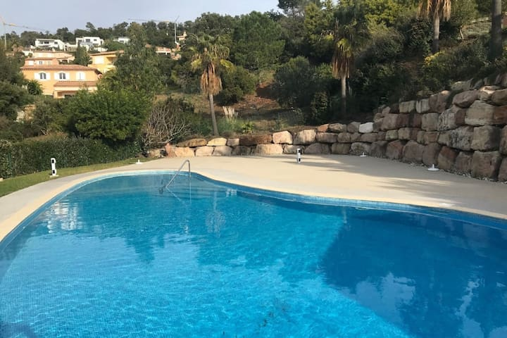 Exquisite Holiday Home in Roquebrune-sur-Argens with Pool