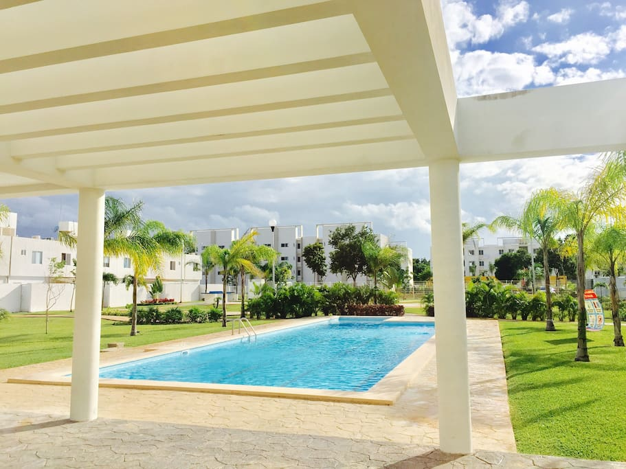 Alberca y Área Verde / Swimming Pool