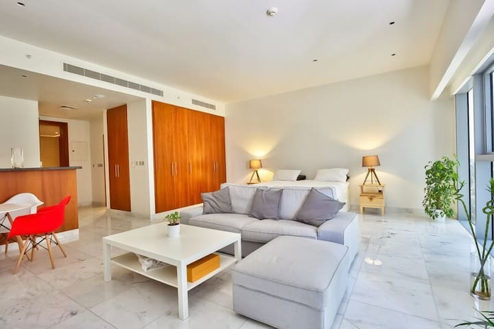Bright studio in DIFC, 5 minutes by walk to Burj K - Dubai - Loft