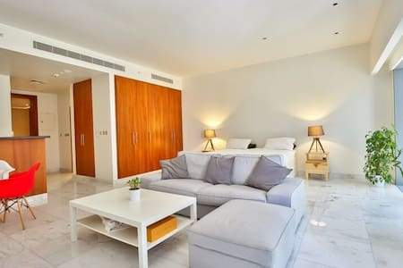Bright studio in DIFC, 5 minutes by walk to Burj K - ドバイ - ロフト