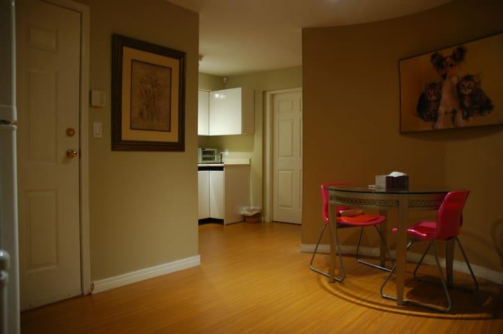 Cozy Private Suite off HWY 1 高貴林舒適的套房
