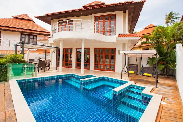 Smile House Villa with Private Beach Access