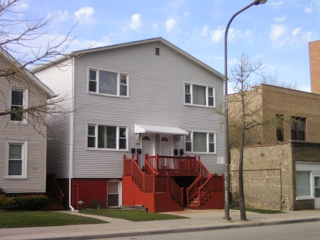 Jumbo 3BR in North Downtown Evanston w/BBQ Grill