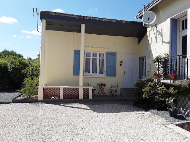 Private room, separate entrance, swimming pool