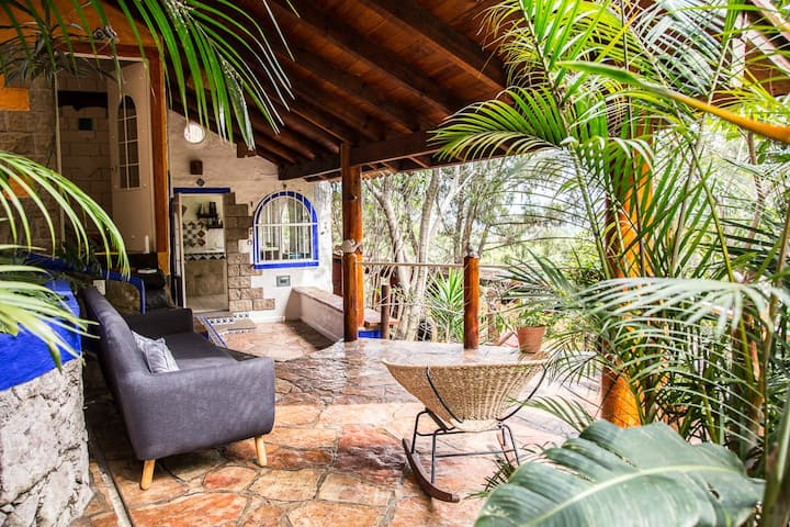 SECRET OASIS: BEAUTIFUL ROOM W/BATHROOM IN TEPOZ