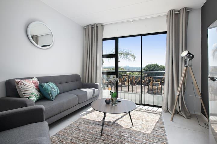 Sleek Monochrome Sandton View Apartment (B017)