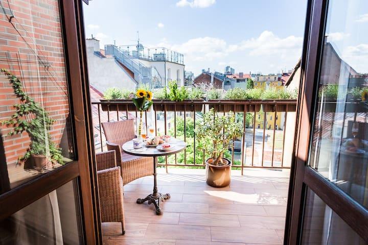 Romantic Attic Apartment with AC+ spacious Terrace