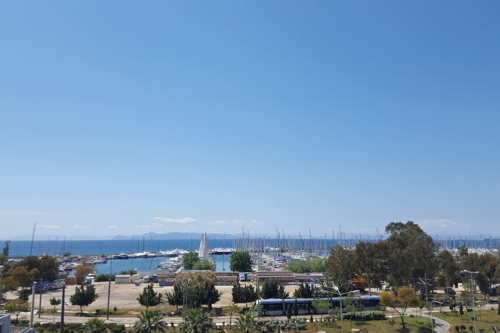 Uninterrupted panoramic views of the sea and marina! Even Aegina island is visible