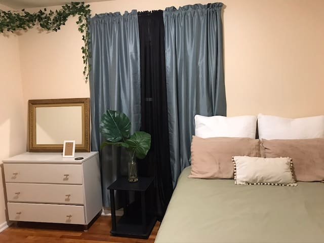 Private Room Close to Smith Reynolds Airport