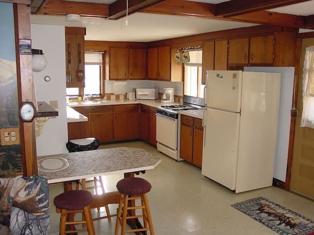 Fully Furnished Lodging On Snowmobile Trail - Dummer - House
