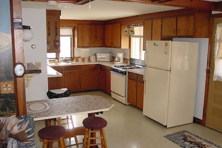 Fully Furnished Lodging On Snowmobile Trail - Dummer - Haus