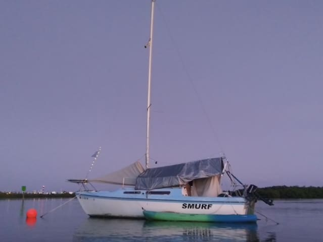 NO CLEANING FEE Simple, Mellow Sailboat w/Kayak(s)