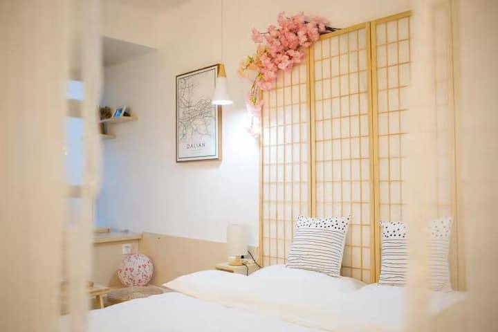 可月租『SHEN'S HOUSE | 和风』城市中心地铁站旁|高清投影&可赏日出与夜景的日式高层公寓