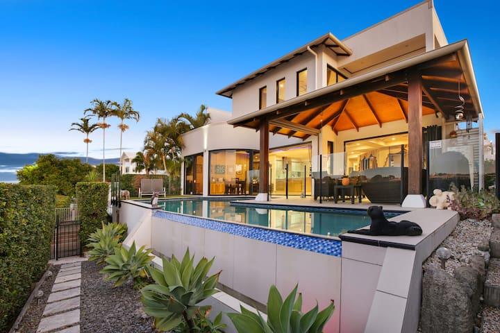 Casa Majorca - Luxury Waterfront with Pool, Pontoon and WiFi