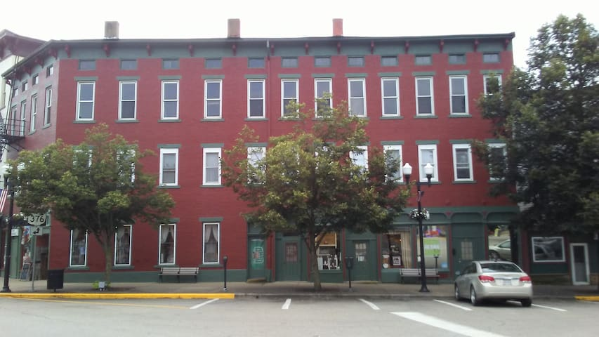 Historic Apartment on the McConnelsville Square