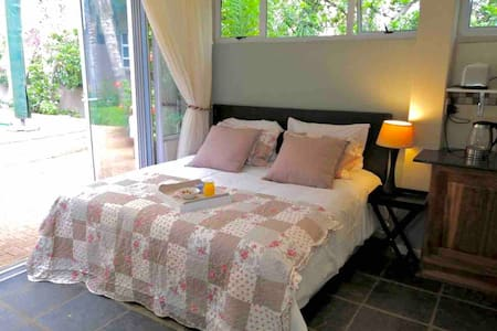 Fiori Rosa.  Cosy, comfy  & centrally located stay