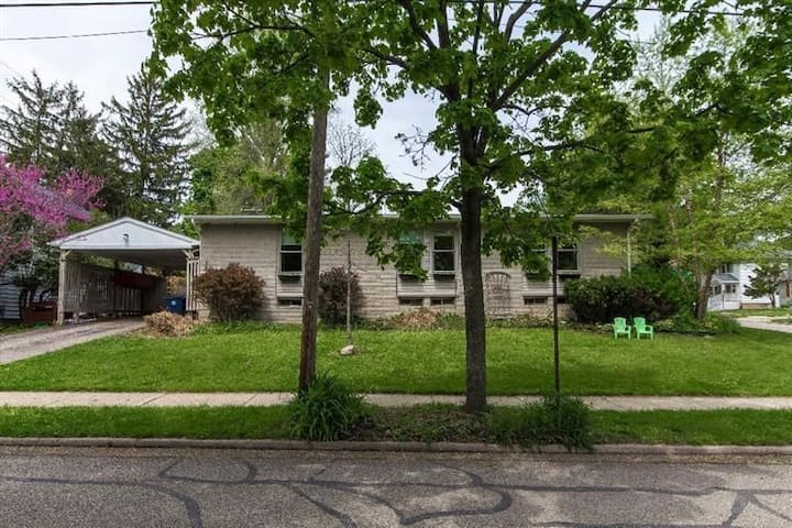 Perfect 3BR house ONE BLOCK from Michigan Stadium!