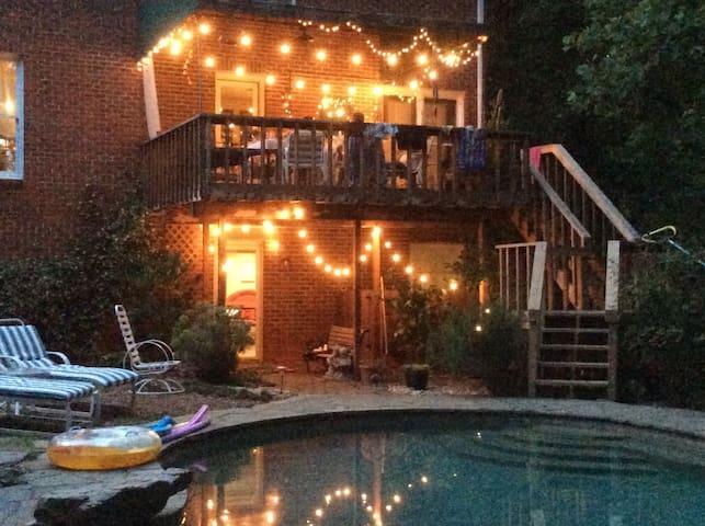 Private Room and Bath, Beautiful Neighborhood