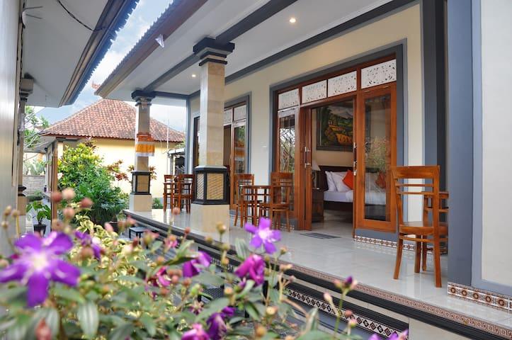 Dunungsari Unique House